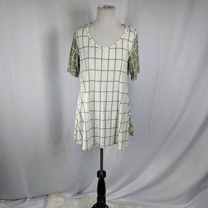 Lularoe Gray & White Checkered Perfect Tee Sz L